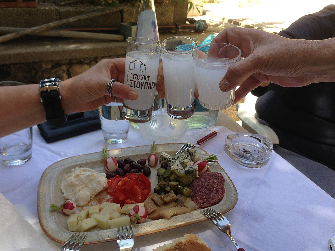 drinks-with-friends-794960_1280
